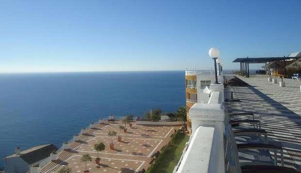 Especial Minivacaciones: Escapada con Media Pensión en la Costa Tropical (desde 3 noches)