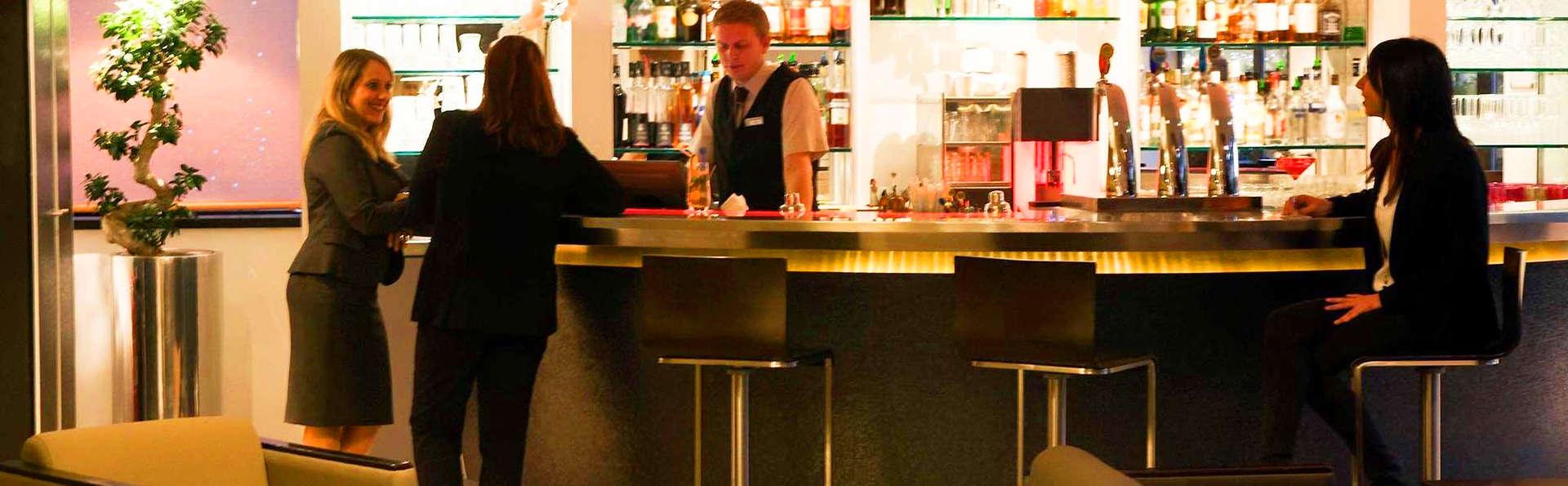 Novotel Paris La Défense Esplanade - edit_bar.jpg