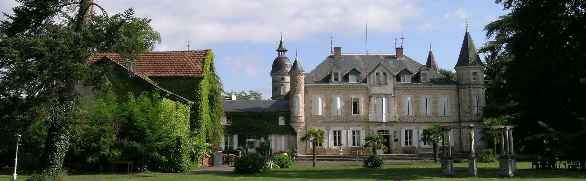 Château de Buros - edit_garden_front.jpg