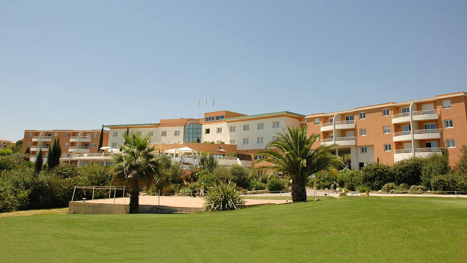 Quality Hotel du Golf Montpellier Juvignac - edit_facade.jpg