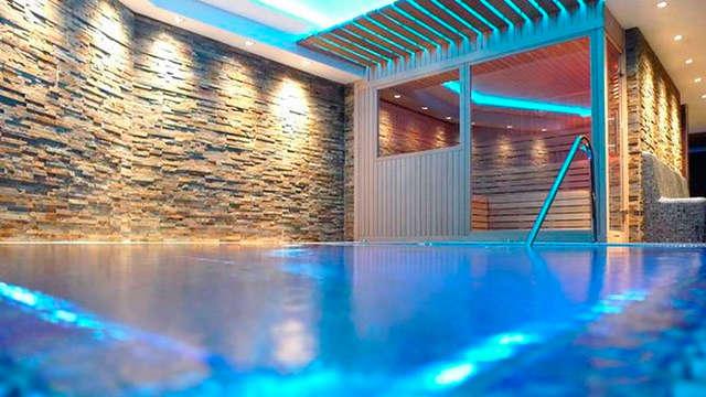 Détendez-vous avec un spa au sommet des montagnes de Serrat