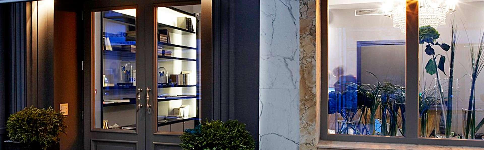 Hôtel Mademoiselle - edit_entrance.jpg