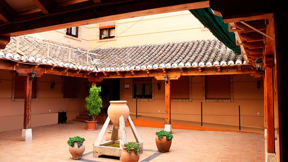Hotel Las Tablas - EDIT_patio.jpg