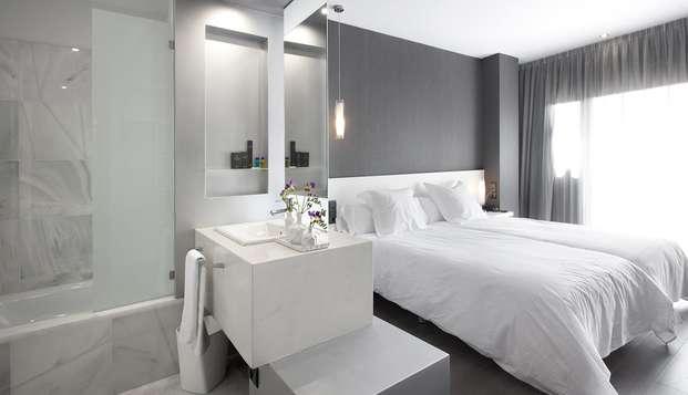 Dîner, spa et visite du Château de Monzón dans un hôtel minimaliste (à partir de 2 nuits)