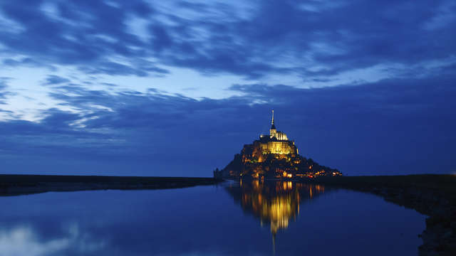 Le Saint-Antoine Hotel Spa - Mont Saint-Michel at night - iStockphoto - Thinkstock