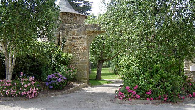 Escapada romántica con champán y pétalos de rosa en una antigua mansión cerca de Auray
