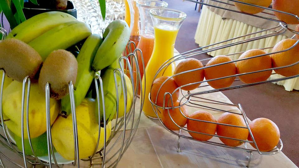 Hôtel Windsor - Edit_breakfast2.jpg