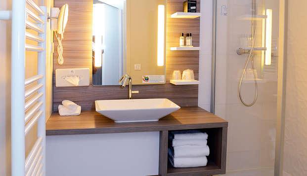Hotel The Originals Clos St Eloi ex Relais du Silence - bathroom