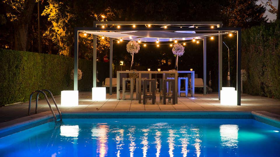 Hotel L'Ast - edit_pool2.jpg