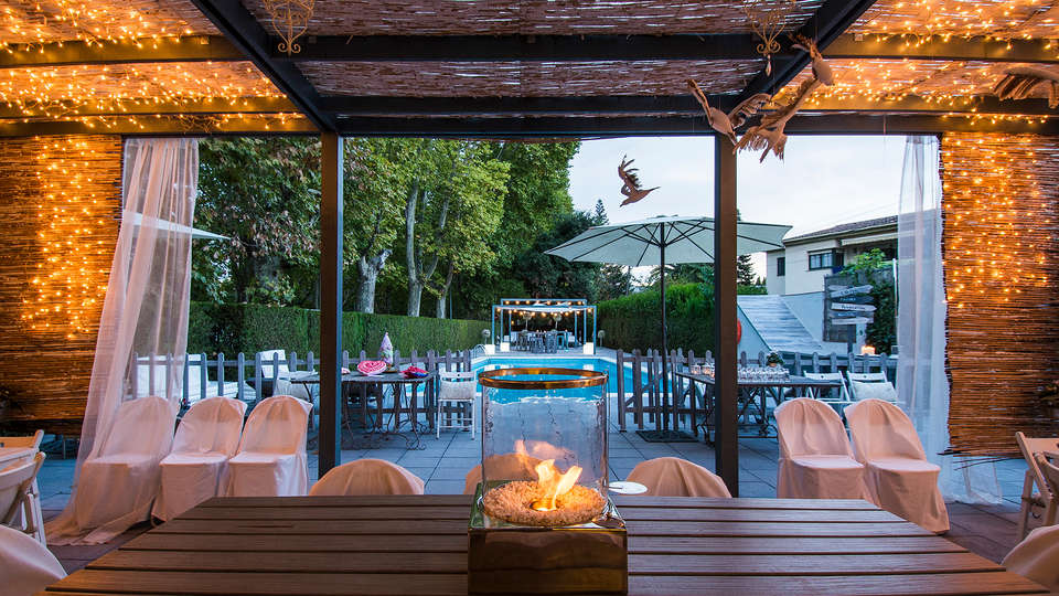 Hotel L'Ast - edit_restaurant_patio.jpg