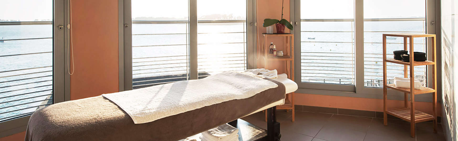 Golden Tulip Roscoff Hôtel & Spa - EDIT_massageroom.jpg