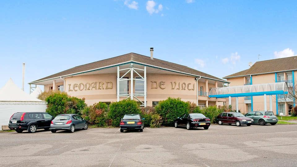 Hôtel Léonard De Vinci - Edit_front2.jpg