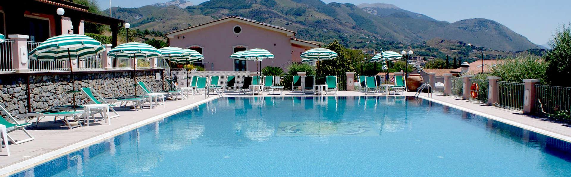 Hotel Ristorante Borgo La Tana - Edit_Pool5.jpg