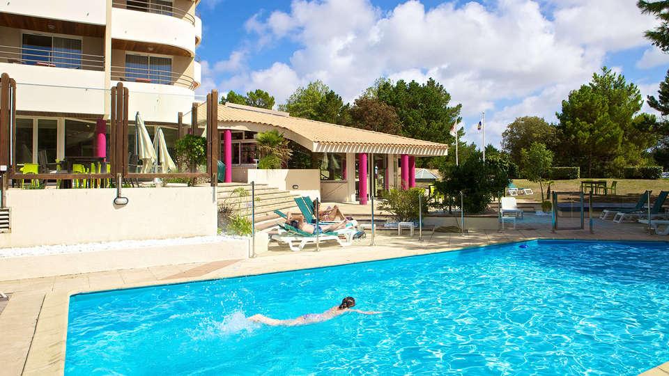 Hôtel Atlantic Thalasso Valdys - Edit_Pool.jpg