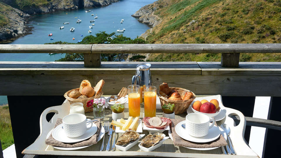 Castel Clara Thalasso & Spa - Edit_Breakfast.jpg