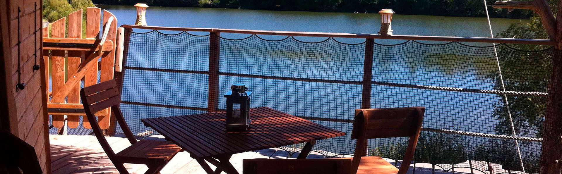 Séjour insolite dans une cabane perchée au bord d'un lac en Corrèze