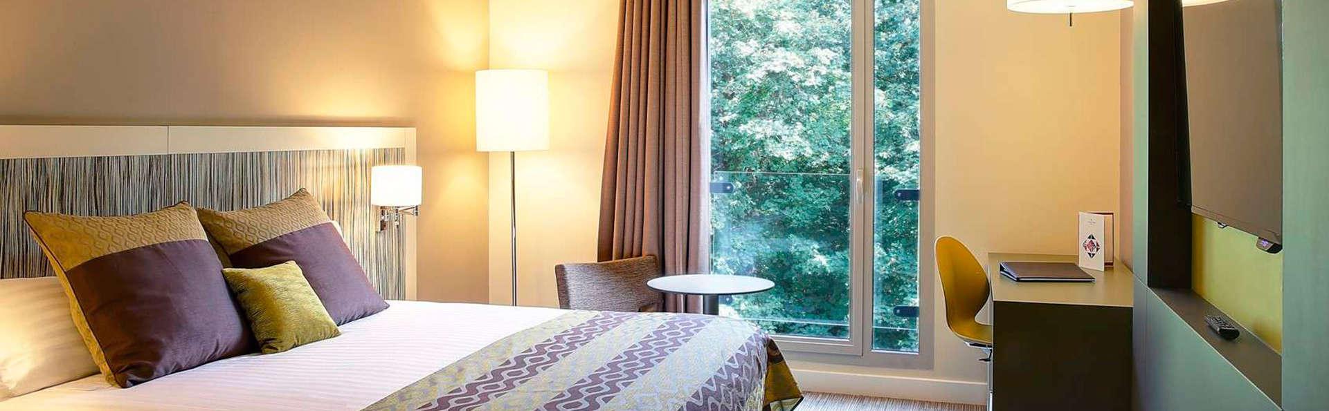 Week-end détente en chambre confort vue forêt aux portes de Paris