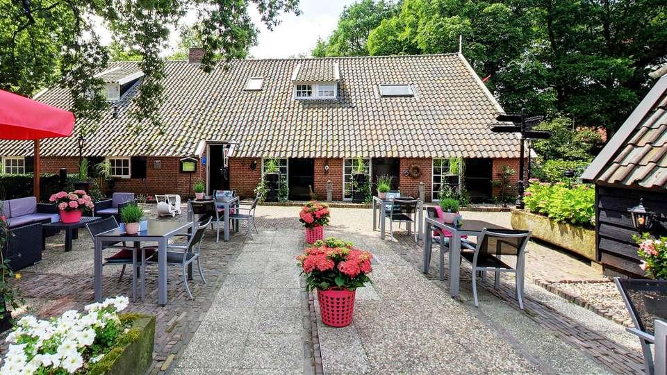 Hotel Boerderij Restaurant De Gloepe - EDIT_terracefront.jpg