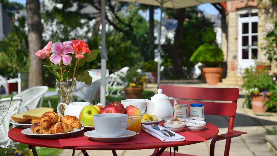 Le Saint Christophe - EDIT_breakfast.jpg