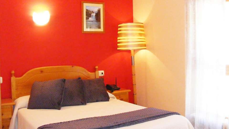 Hotel Mesón de Salinas - EDIT_room2.jpg