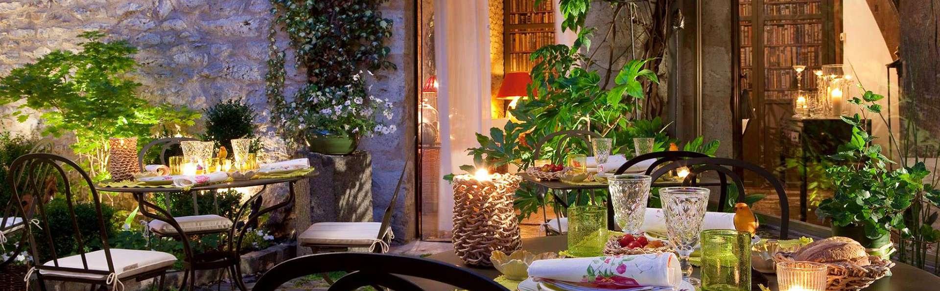 Hôtel de France Angerville - EDIT_terrace.jpg