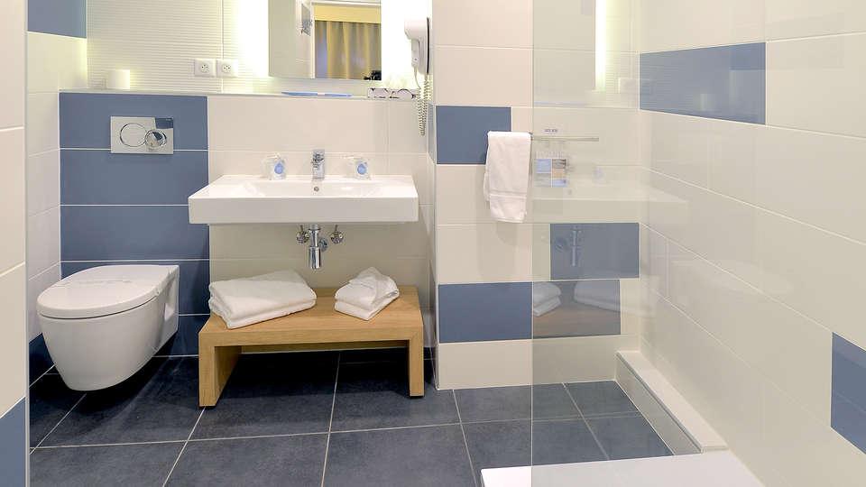 Hôtel Kyriad Montpellier Est - Lunel - Edit_Bath3.jpg