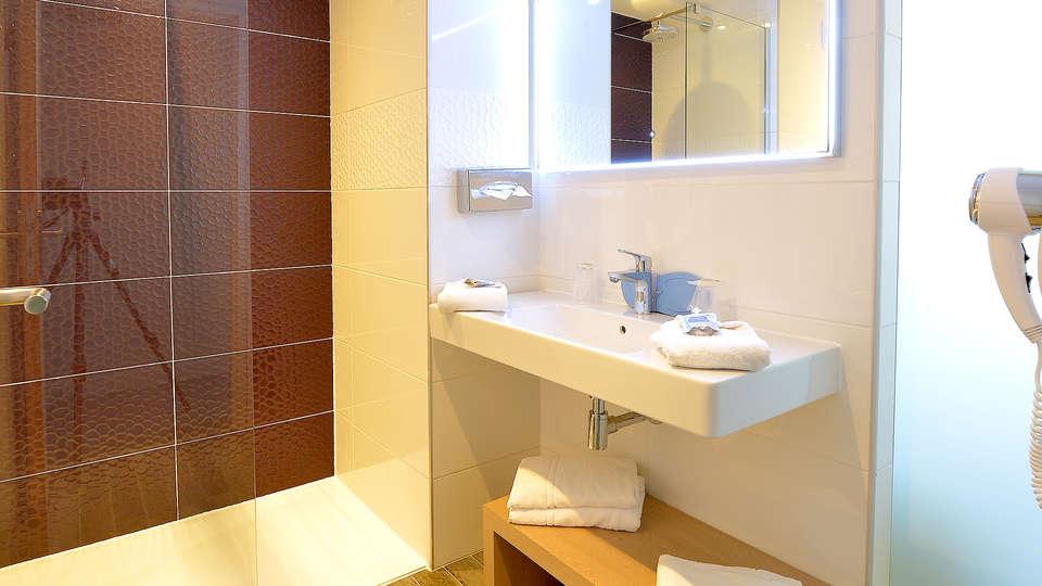 Hôtel Kyriad Montpellier Est - Lunel - Edit_Bath.jpg