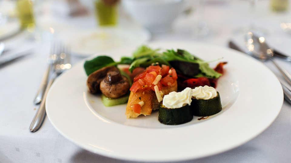 Hôtel Kyriad Montpellier Est - Lunel - Edit_Dinner.jpg