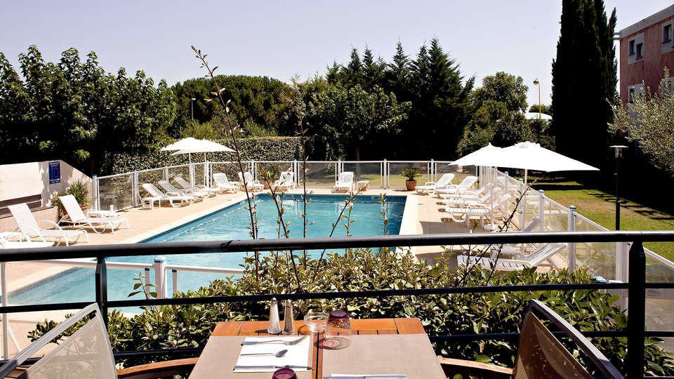 Hôtel Kyriad Montpellier Est - Lunel - Edit_Pool.jpg