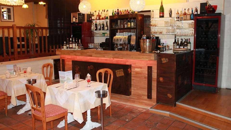 Hotel The Originals Manoir de la Roche Torin (ex Relais du Silence) - EDIT_restaurantbar.jpg