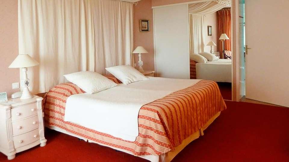 Le Manoir de la Roche Torin - EDIT_room4.jpg