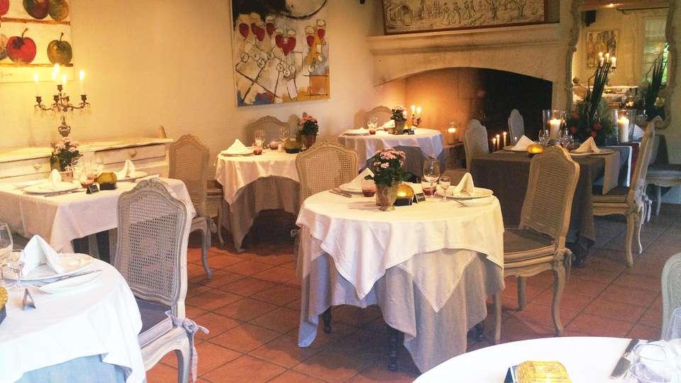 Le Mas des Carassins - EDIT_restaurant.jpg