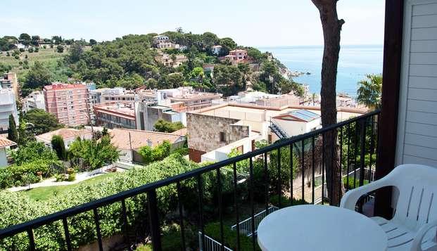 Escapade romantique avec vue sur la mer de la Costa Brava et un verre de bienvenue