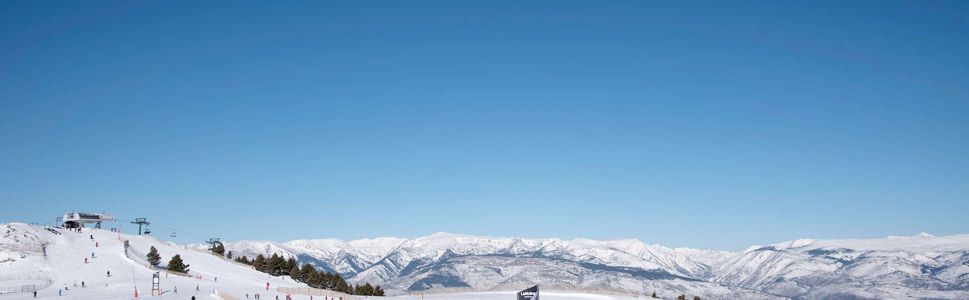 Laissez-vous charmer par les Pyrénées avec cette escapade avec ski et spa privé