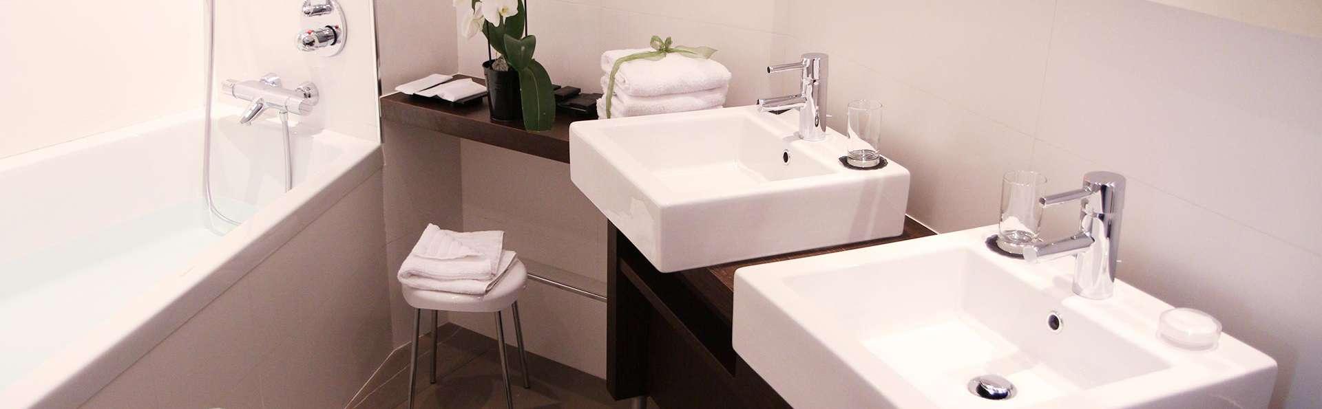 Hôtel Palladia - EDIT_bath.jpg