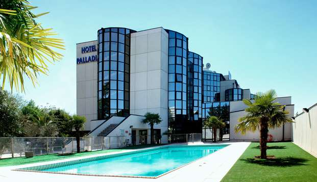 Hotel Palladia - poolfront