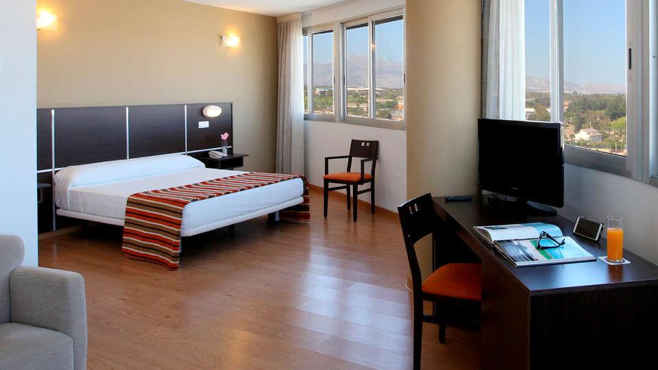 Hotel La Estación - edit_-suite-almirante_1_1.jpg