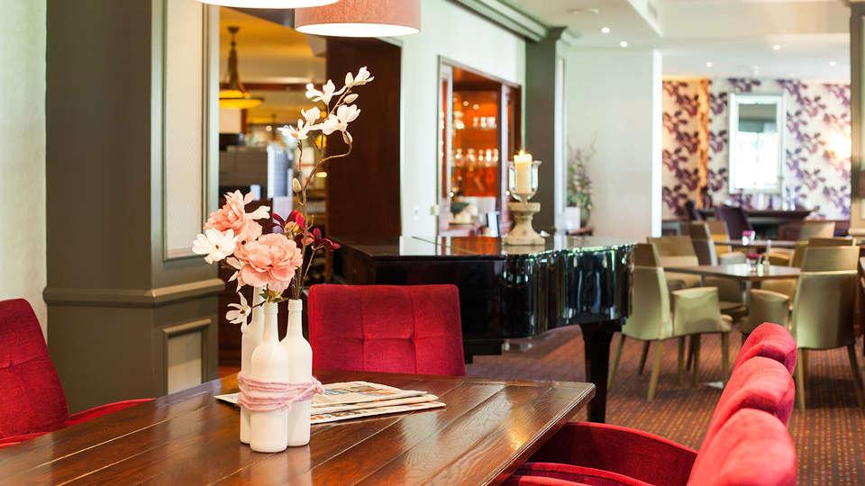 Hotel Hof van Gelre - Edit_Bar.jpg
