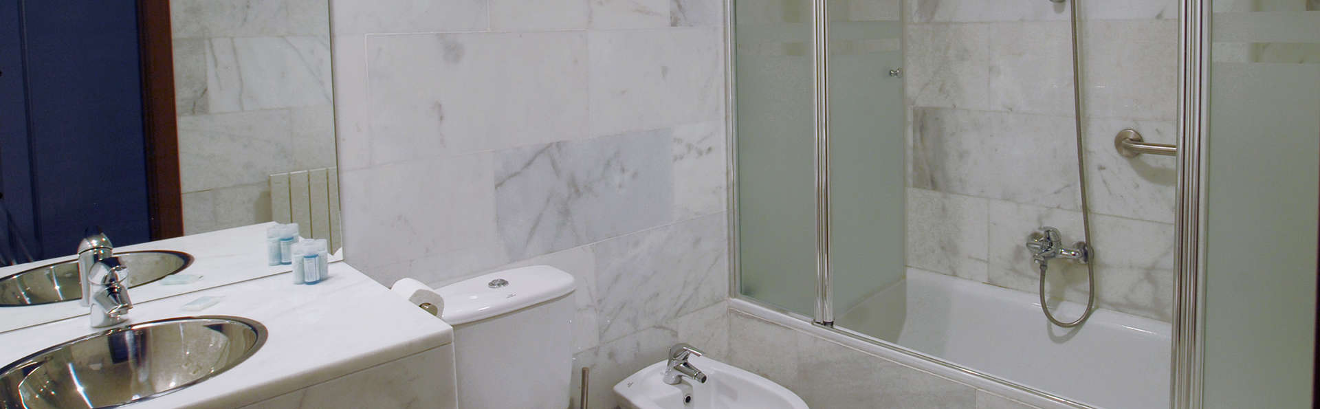 Hostatgeria de Poblet - edit_bathroom3.jpg