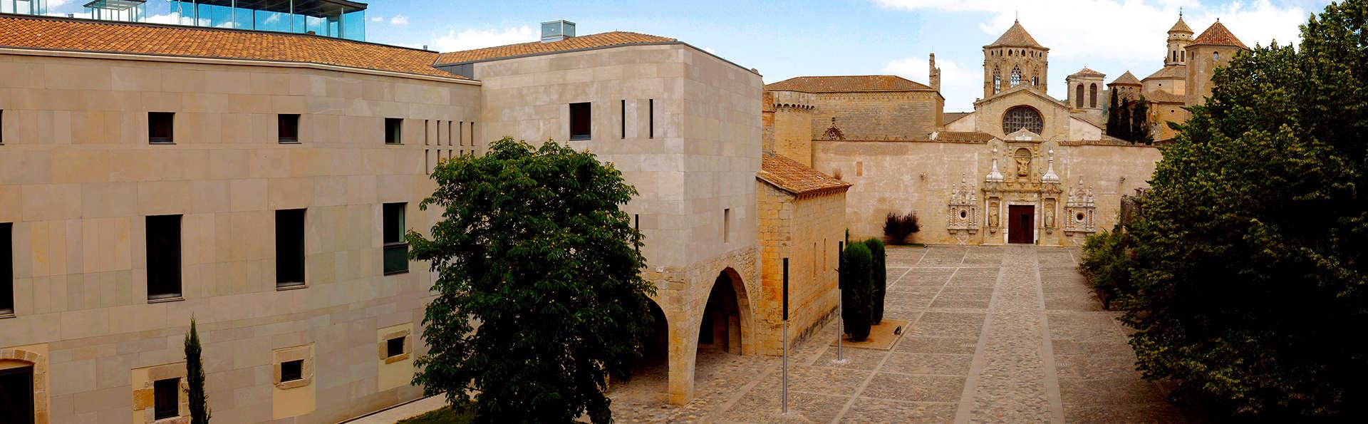 Plongez-vous dans la gastronomie catalane avec visite d'une cave et dégustation à Poblet