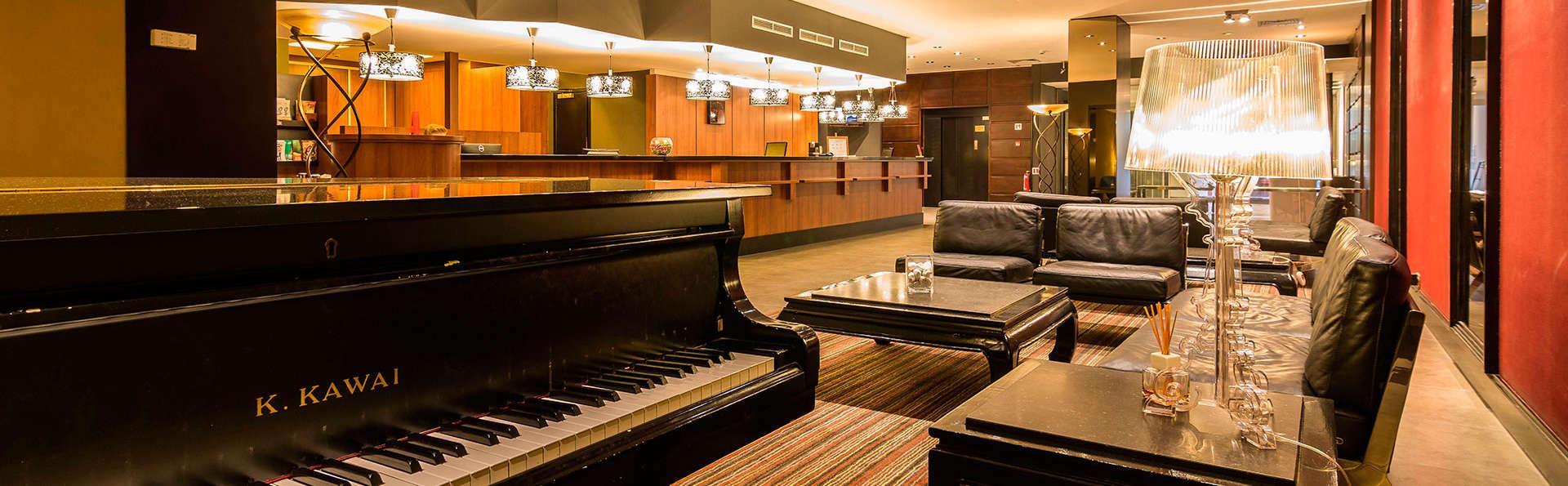 De Keyser Hotel (Adults Only) - EDIT_pianobar.jpg