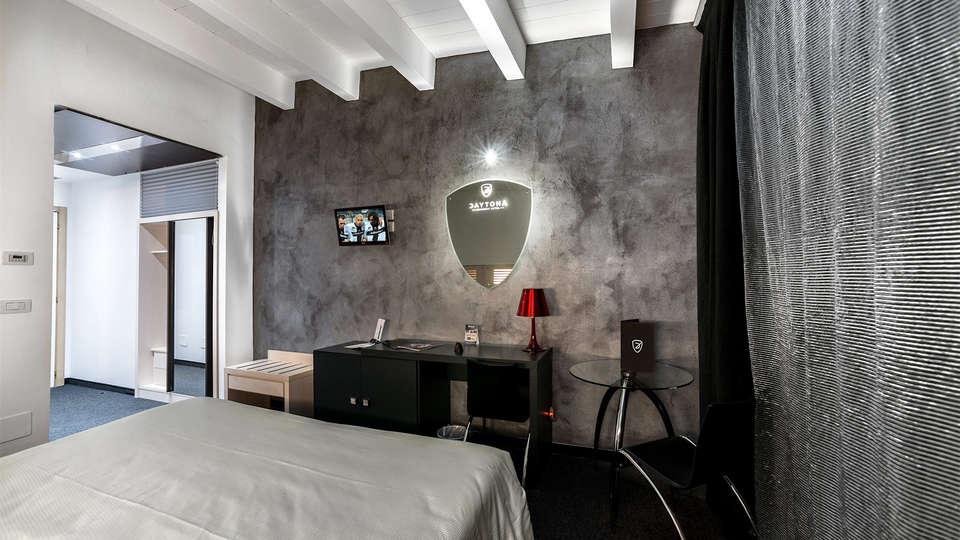 Hotel Daytona - Edit_room6.jpg