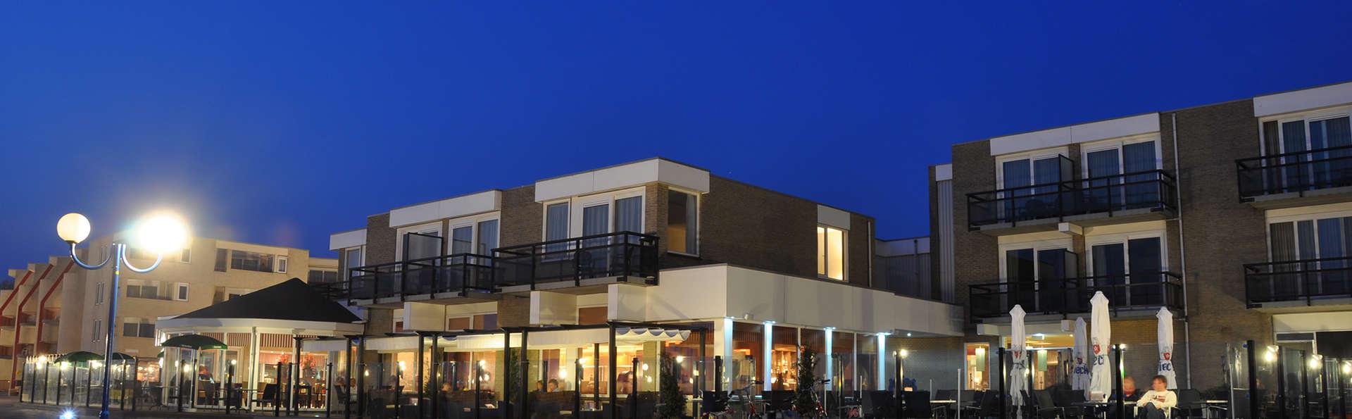 Beach Hotel de Vigilante - EDIT_front2.jpg
