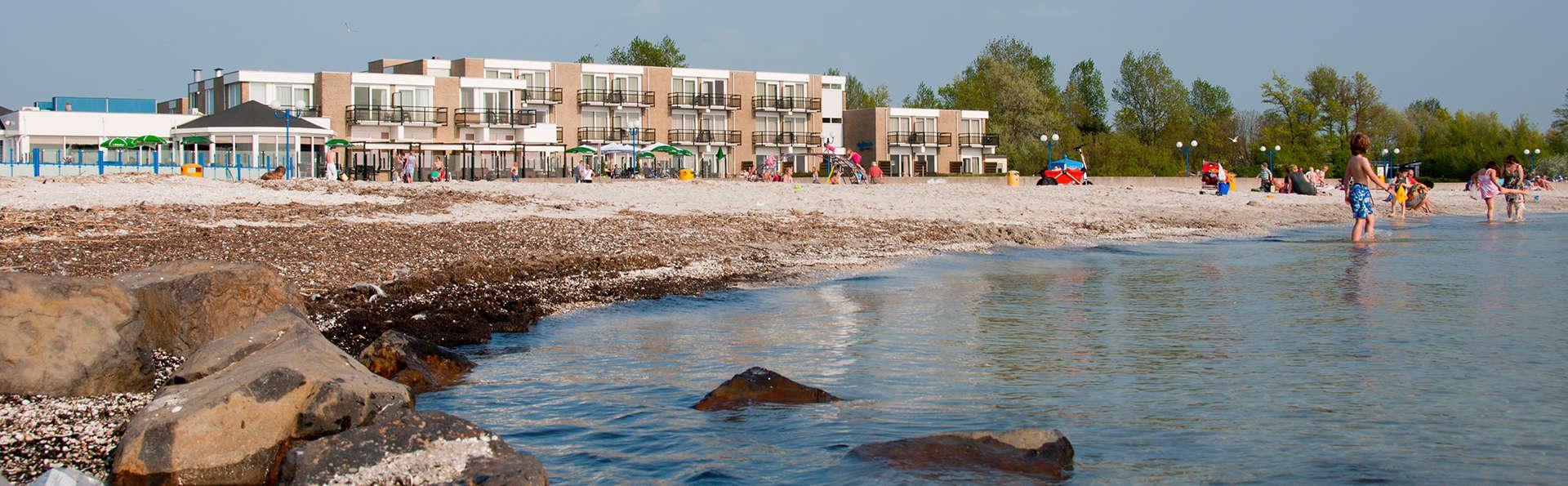 Beach Hotel de Vigilante - EDIT_front4.jpg