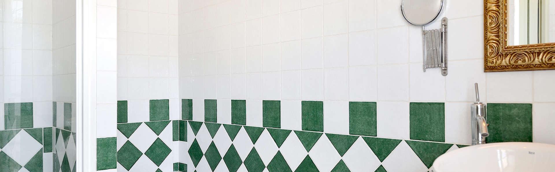Hôtel & Spa du Domaine des Thômeaux, The Originals Relais (Relais du Silence) - Edit_bath.jpg