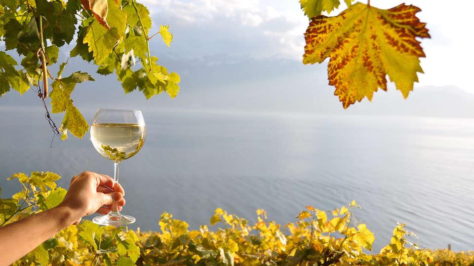 Hôtel Kyriad Saumur - EDIT_wine.jpg