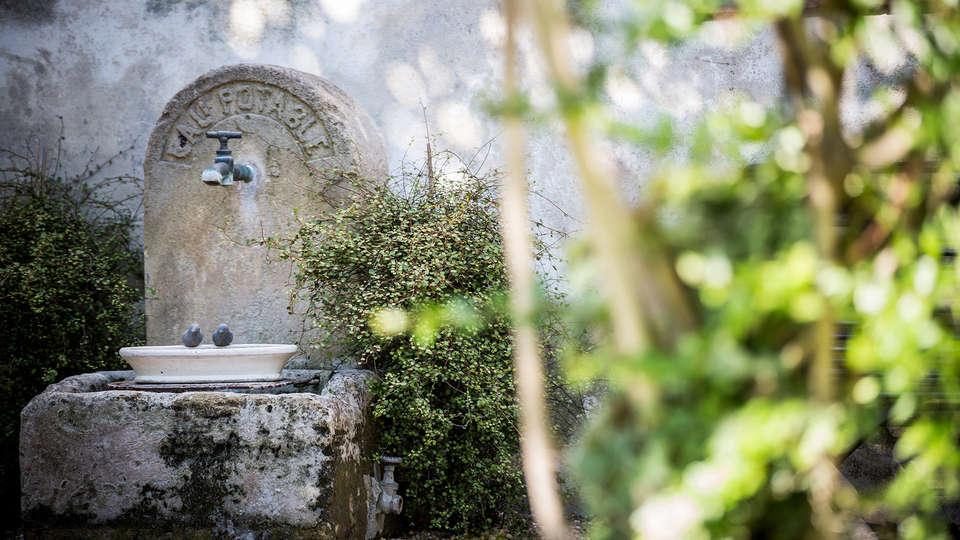 Villa Regalido - EDIT_garden.jpg