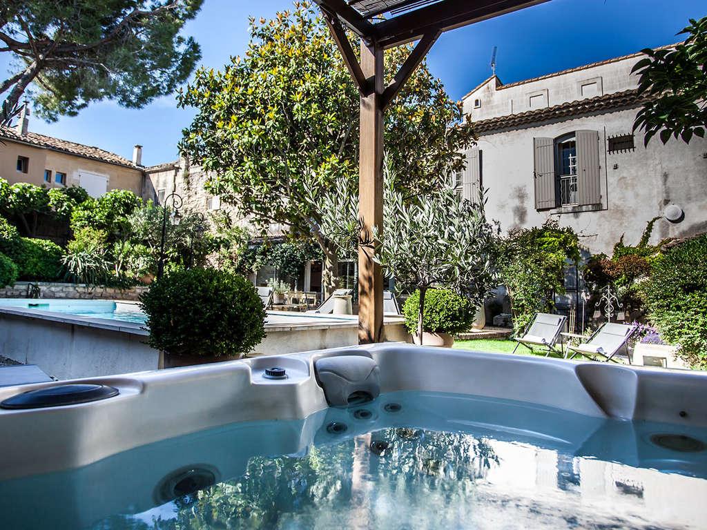 Séjour de charme entre Arles et les Baux-de-Provence 4*