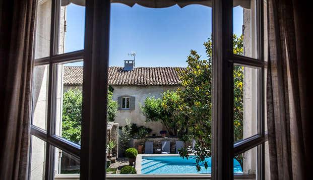 Champagne, lovebox et bulle de détente dans une Villa de charme en plein cœur de la Provence