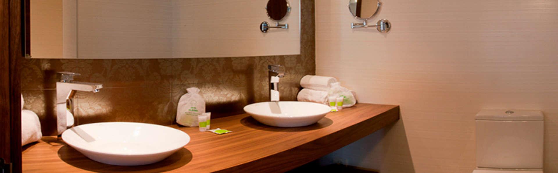 Hotel Os Olivos - edit_bathroom2.jpg